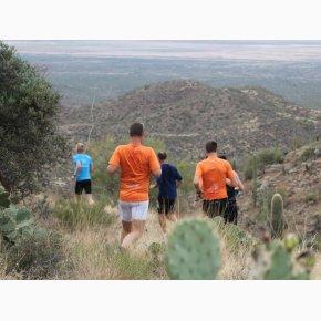 RUN the Canyons Løberejser - King Canyon Trail, så går det nedad igen