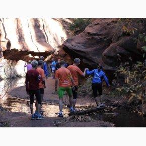RUN the Canyons Løberejser - Oak Creek Canyon, pas på vandløbende