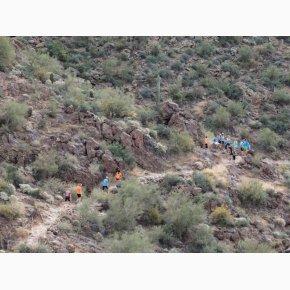 RUN the Canyons Løberejser - Superstition Mountains, Boulder Trail, godt med en lille pause så man kan nyde udsigten